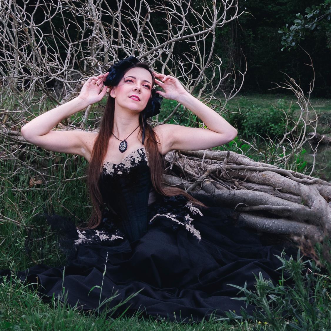 goth dark beauty fashion