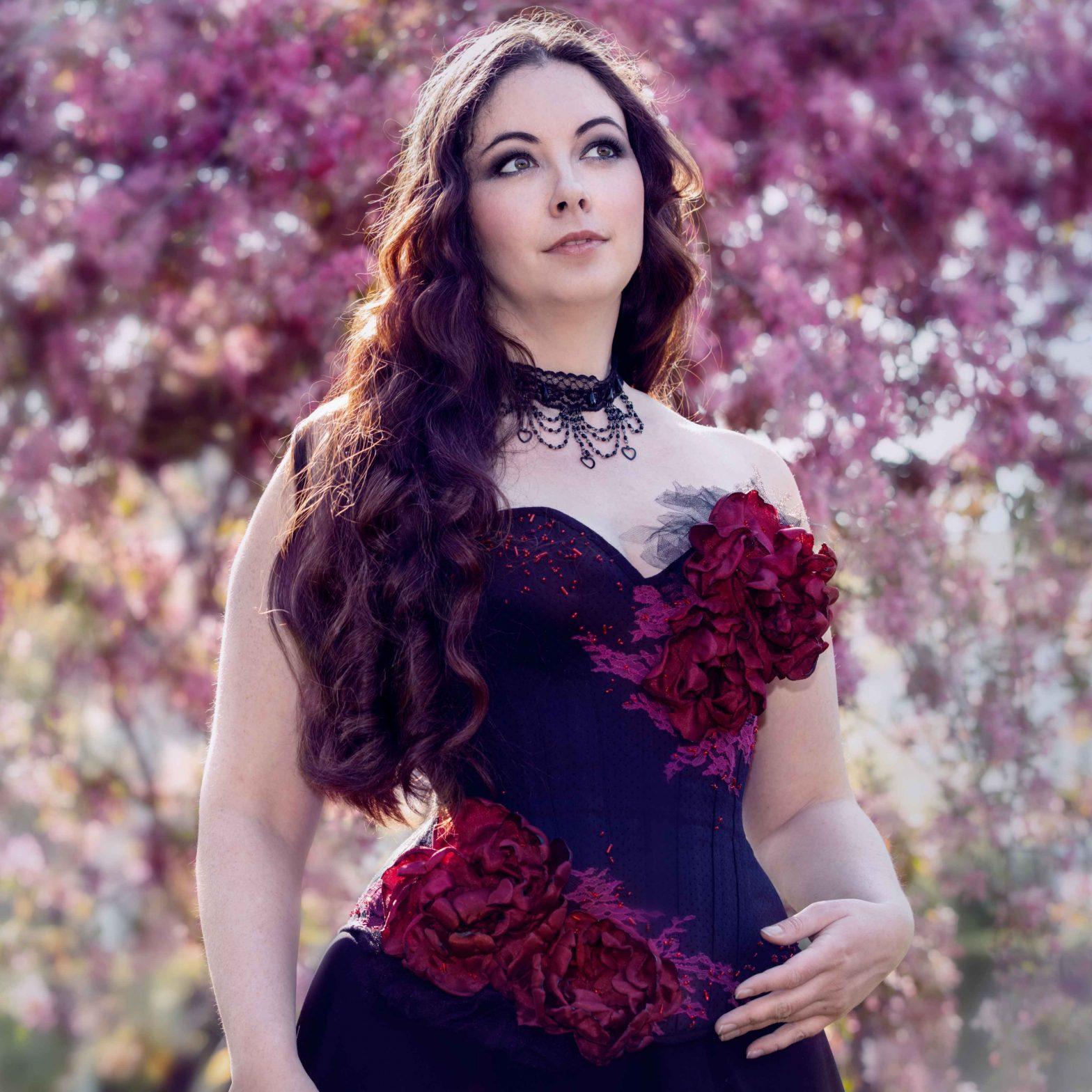 corset brodé perle fleur gothique rouge et noir